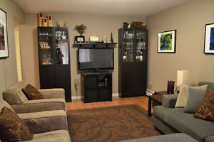 Beautiful 3 bedroom Condo in Riverbend with lots of space!!