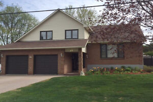 Lovingly maintained custom home in Hearts Desire/Barrhaven