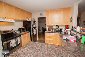 $4000(ORCA_REF#4146V)CANYON HEIGHTS BEAUTY! 4bed rancher alert! North Shore Greater Vancouver Area image 3