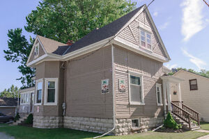 7 BR DUPLEX FOR SALE IN STRATFORD