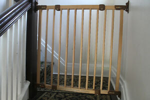 KidCo Wooden baby gate