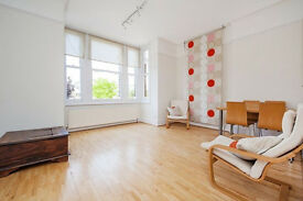 2 bedroom flat for rent in Barnes, available in October