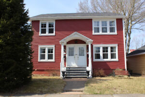 Great duplex located in the Old West end!!