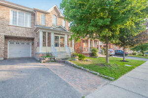 3 Bedrooms Semi-detached House Near Upper Canada Mall For Lease
