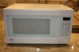 LG white Microwave Oven