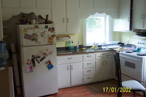 Large 1 bedroom apartment  plus den for rent sept 1 $820.00