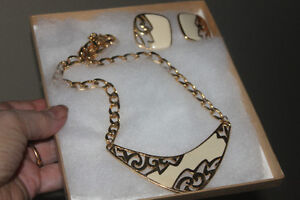 Gold & Cream Necklace & Earrings Set