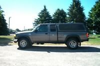 2005 Mazda B4000 4x4- Club Cab.  WOW 146K & 4 BRAND NEW TIRES!!