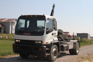 2000 GMC T7500 With Hook - New Safety Done