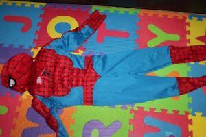 Plusieurs costumes d'Halloween pour bébés/enfants