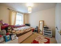 2 Double Ensuite Bedrooms to rent in Town House, fantastic location central Milton Keynes.