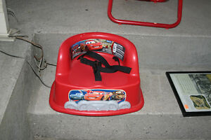CARS BOOSTER CHAIR/TOYS/BOOSTER SEAT