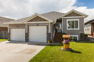Gorgeous home for a LARGE family with beautiful MOUNTAIN view!