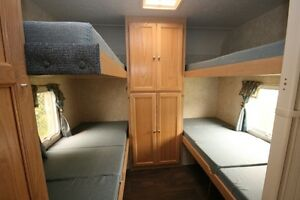 26 ft. Forest River Surveyor, Quad Bunks, Super Light, Sleeps 10