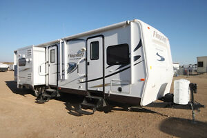 IMMACULATE USED 2014 FLAGSTAFF 832BHIKWSS TRAVEL TRAILER