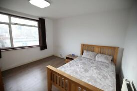 spacious single bed available *Upton park station*