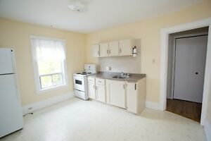 Great one bedroom with large kitchen, front porch for Dec.1 Peterborough Peterborough Area image 1