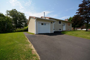 Like New Construction 5 Bdr Family Home, With Garage!
