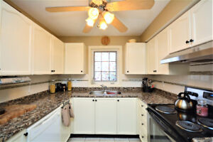 Open concept 2 bedroom unit with locker and 2 parking spots!