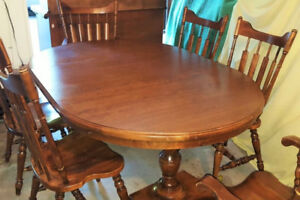 Solid Wood Dining room Set: Table, chairs, hutch and buffet