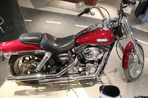 DYNA WIDE GLIDE WITH THAT CLASSIC CHOPPER STYLE