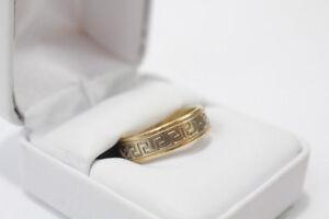 Bague en Or Versace 10 carats grandeur 8.5 Seulement 229.95$