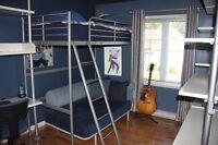 Structure modulaire IKEA (lit surélevé, bureau-commode, étagère
