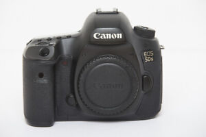 Canon EOS 5Ds with battery grip.