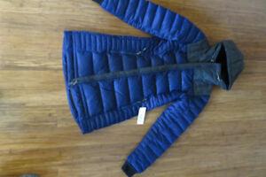 Manteau d'hiver NEUF, de marque Lole, grandeur small