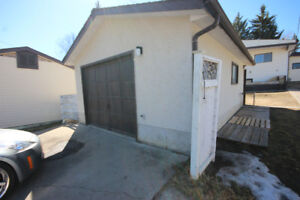 Garage For Rent in the Middle of St.Albert
