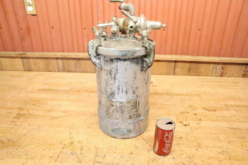 Vintage 1939 Devilbiss Type QM Series 527 Pressure Vessel Paint Tank Pot