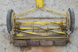 PUSH LAWN MOWER 35-40 YRS OLD - $75 Kingston Kingston Area image 3