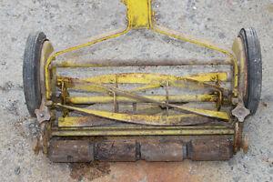 PUSH LAWN MOWER 35-40 YRS OLD - $80 Kingston Kingston Area image 3