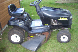 """POULAN RIDING LAWN TRACTOR 6 SPEED 14.5 HORSE 38""""CUT"""