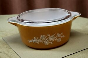 Collectable Pyrex Large ButterflyGold  (1979)  Dish 2.5lt + lid