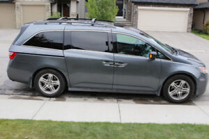 2011 Honda Odyssey Touring edition with navigation and rear DVD