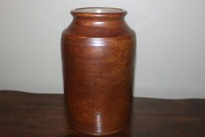 POTTERY CROCK (like new) (use for flowers or kitchen utensils)