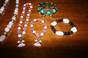 6 necklaces and 4 bracelets Kitchener / Waterloo Kitchener Area image 3