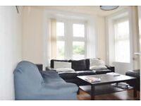 FURNISHED 2 BED FLAT IN WELL ST, PAISLEY PA!. VERY CLOSE TO GILMORE ST TRAIN STATION & TO UWS CAMPUS