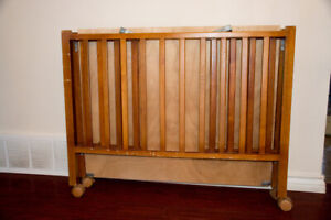 Parc pour bébé en Bois (FOLDAWAY WOODEN PLAYPEN TAKE AND GO)