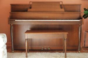 Piano droit Willis & Co fait au Québec
