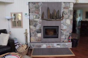 LAKEFRONT CHALET STONE FIREPLACE CHRISTMAS NEW YEARS FALL