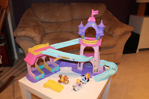 Fisher Price Klip Klop Stable