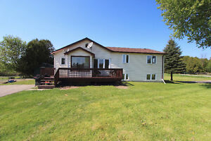 Detached 3 + 2 Bdrm Home in Newcastle!!