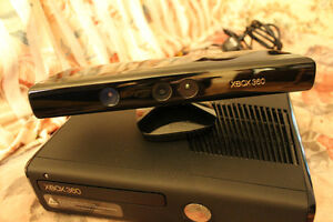 Xbox 360 with 3 controllers/ many games/kinect/microphone