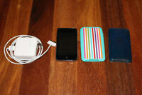 3rd generation IPod touch, comes with 2 cases and charger