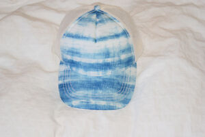 mint condition Hat Kingston Kingston Area image 1