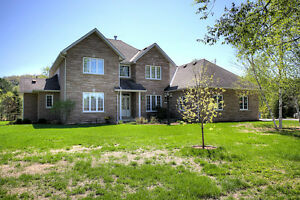 BEAUTIFUL HOME WITH PRIVATE BEACH ACCESS NEAR BANCROFT, ON