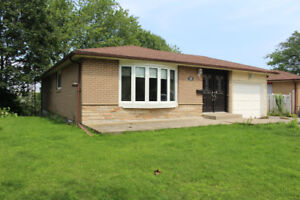 3 Bed / 3 Bath South Ajax Bungalow by the Lake