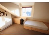 ****1 double room to rent in a lovely shared house in Burley, Leeds****